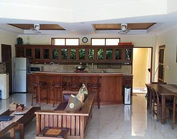 MBO Villas lounge and dining area