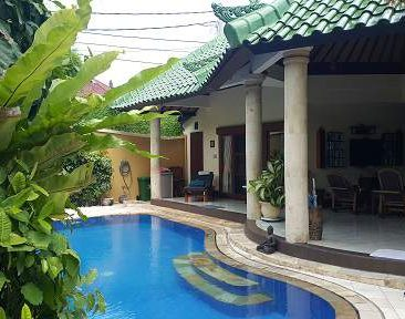 MBO Villas pool from entrance