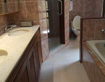 MBO Villas ensuite bathroom 2