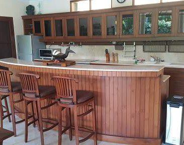 MBO Villas kitchen bar