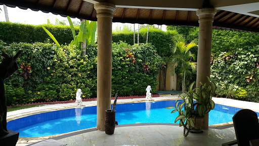pool from open lounge area